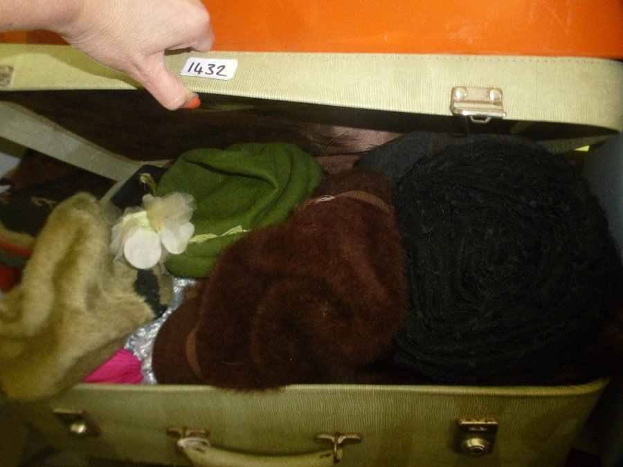 Quantity of vintage clothing, furs, bags etc - Image 3 of 3