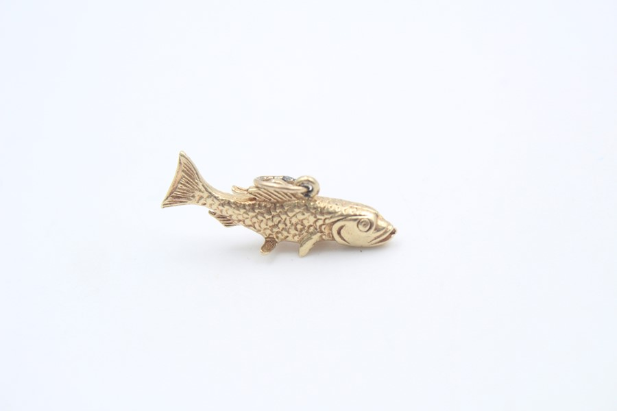 9ct gold cod fish pendant / charm 3.9g - Image 4 of 4
