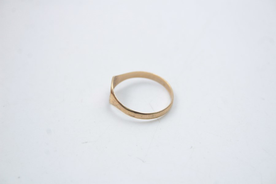 2 x 9ct Gold signet rings inc. onyx, engraved 1.9g - Image 3 of 9