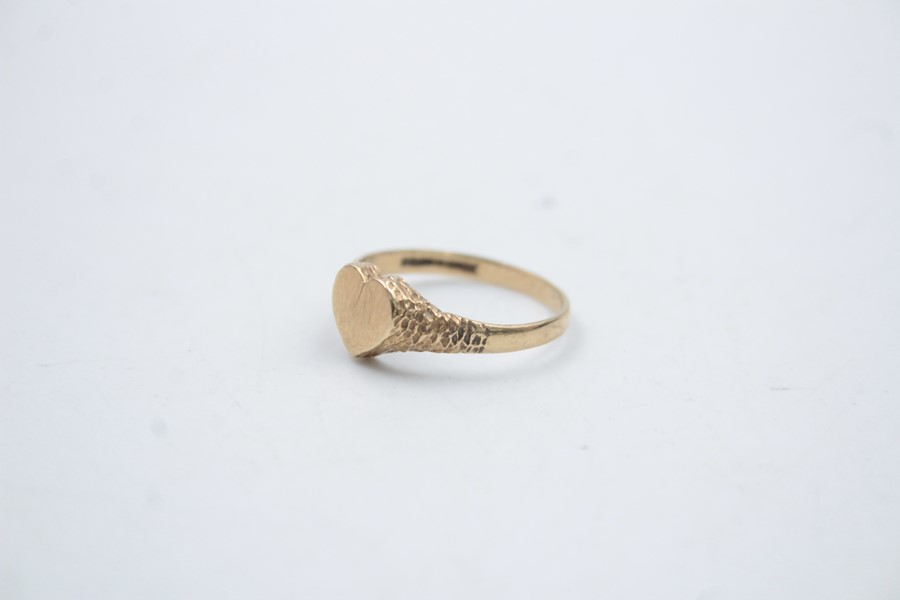 9ct gold heart shaped signet ring 1.5g - Image 2 of 6