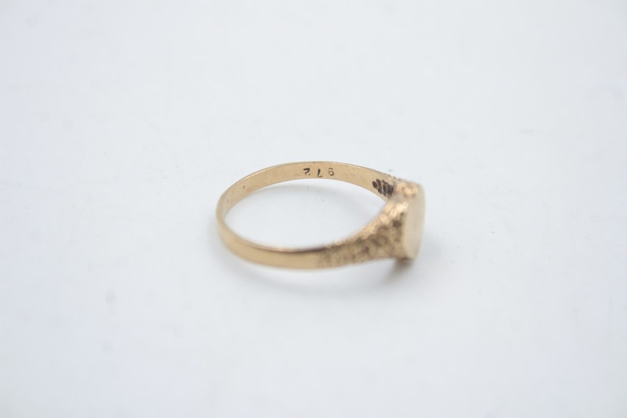 9ct gold heart shaped signet ring 1.5g - Image 5 of 6
