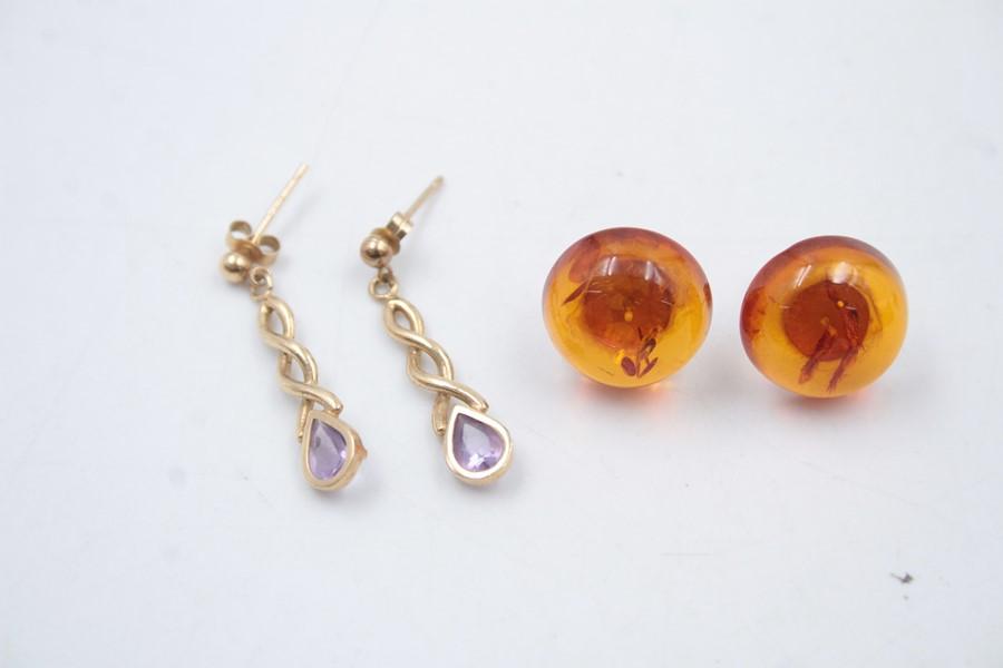 2 x 9ct Gold earrings inc. amber, amethyst 4g