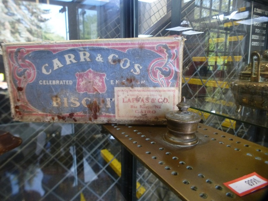 A brass cribbage board and a set postal scales - Image 3 of 3