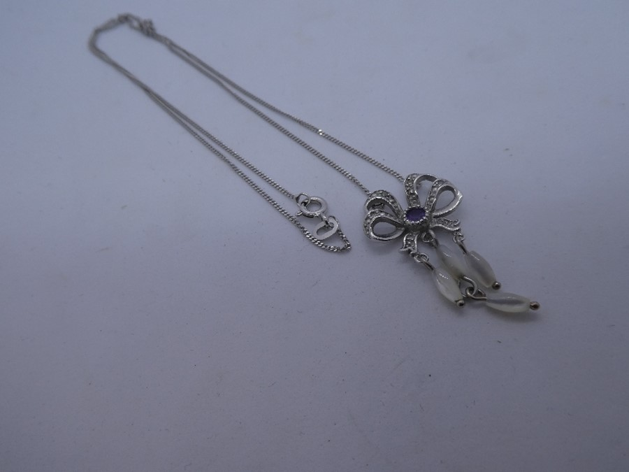 vintage 9ct white gold bow motif diamond & amethyst static pendant necklace 3.9g - Image 2 of 2