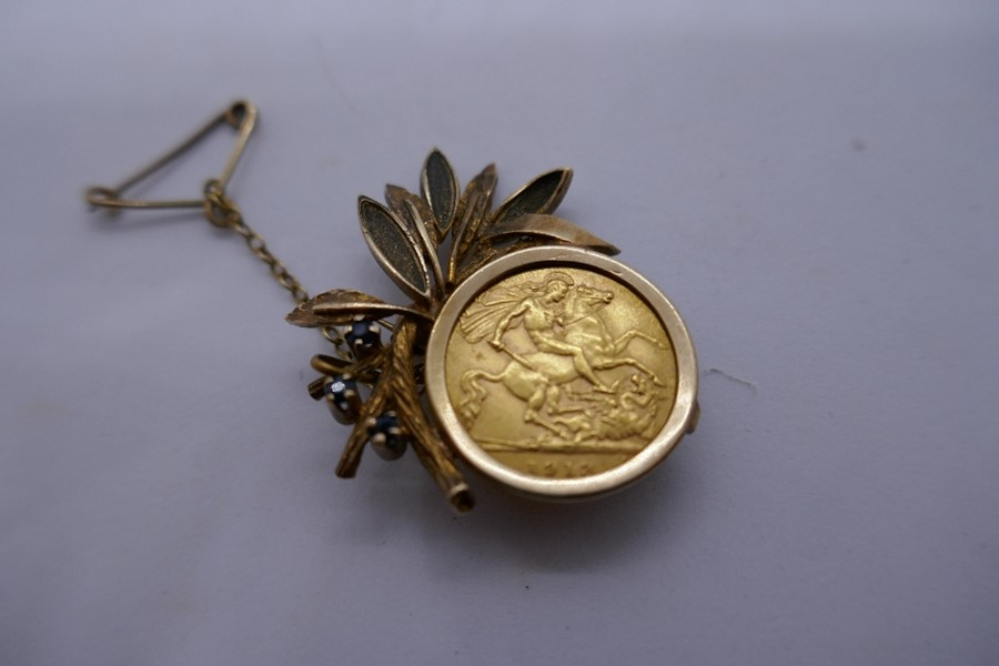 9ct yellow gold brooch in the form of a floral spray with a 1913 half sovereign, gross weight - Image 2 of 3