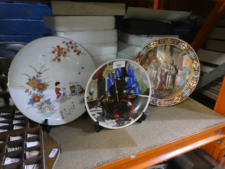Selection of collector's plates, thimbles of various designs depicting The Wizard of Oz and oriental - Image 2 of 2