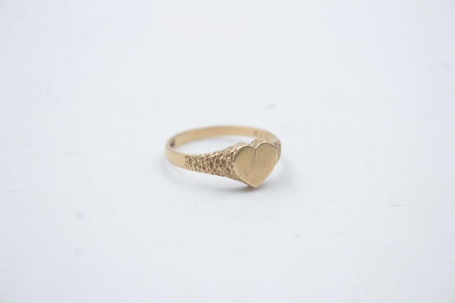 9ct gold heart shaped signet ring 1.5g