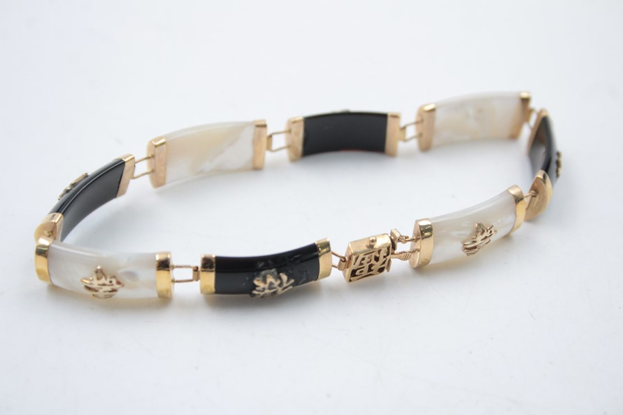 9ct gold onyx and mother of pearl set oriental bracelet 11.5g - Image 5 of 5