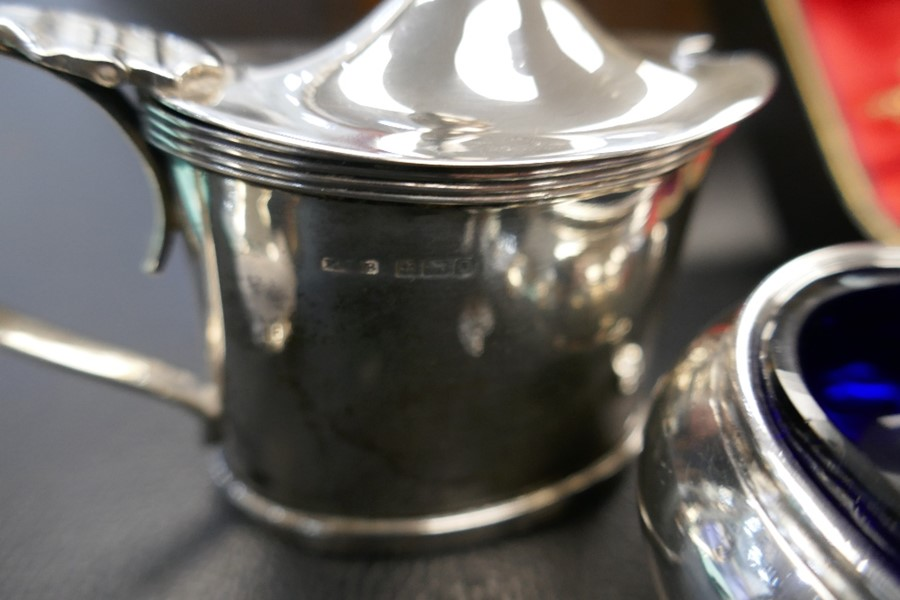 Two silver salts with Bristol blue inserts, a silver pepper and a cased set of two very nice peppers - Image 2 of 5