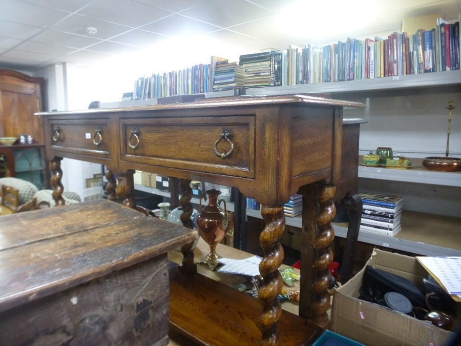 Reproduction oak side table having 2 drawers with shelf below and barley twist legs 156cm wide - Image 2 of 2