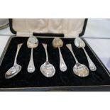 A set of six silver teaspoons, Birmingham 1919 A J Bailey, a decorative hallmarked silver thimble, a