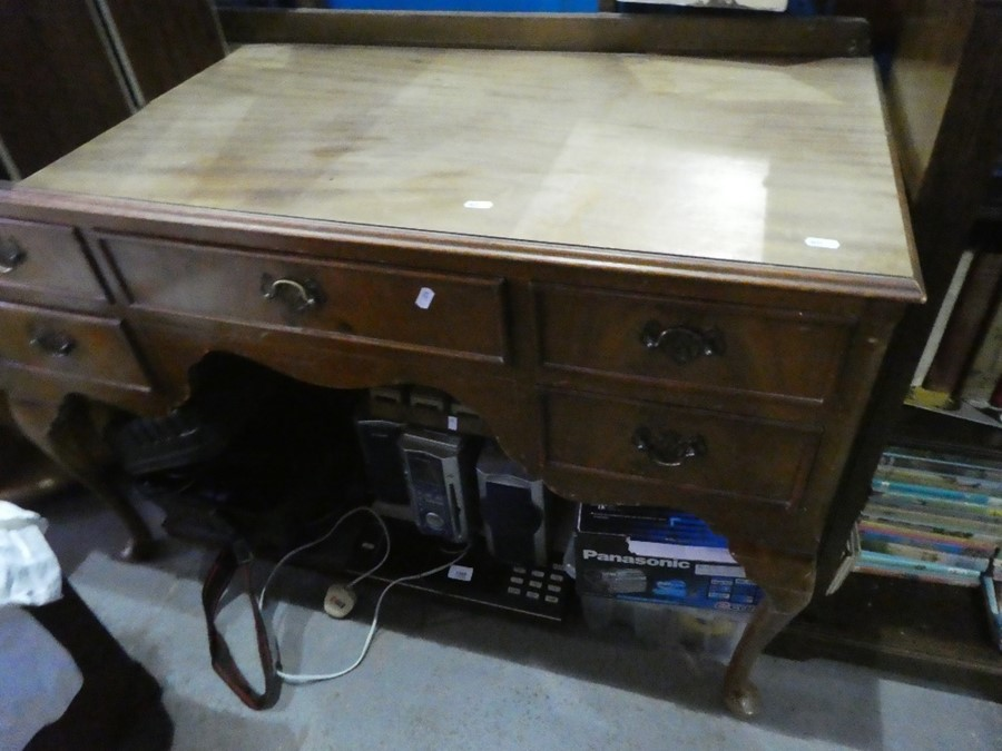 A dressing table with two side mirrors, and 5 drawers