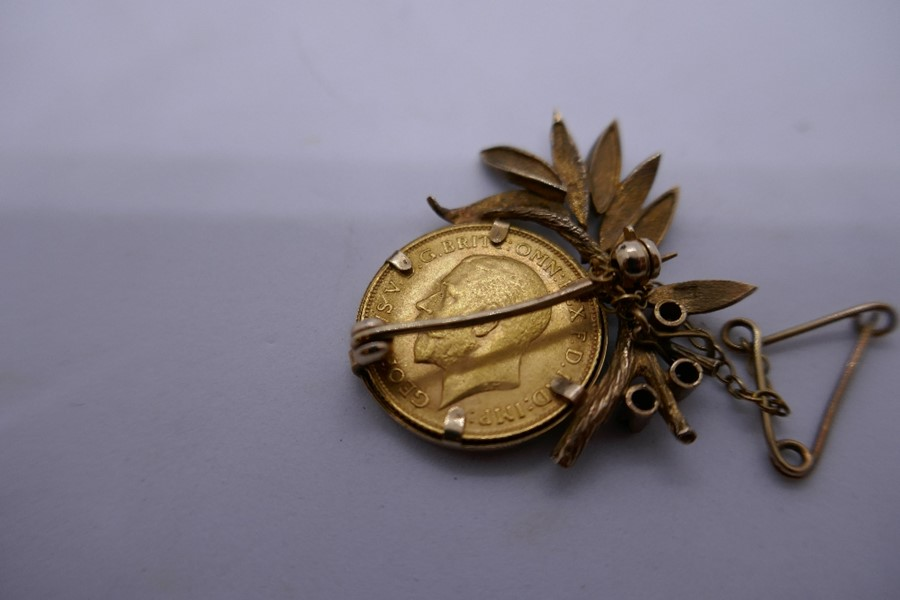9ct yellow gold brooch in the form of a floral spray with a 1913 half sovereign, gross weight - Image 3 of 3