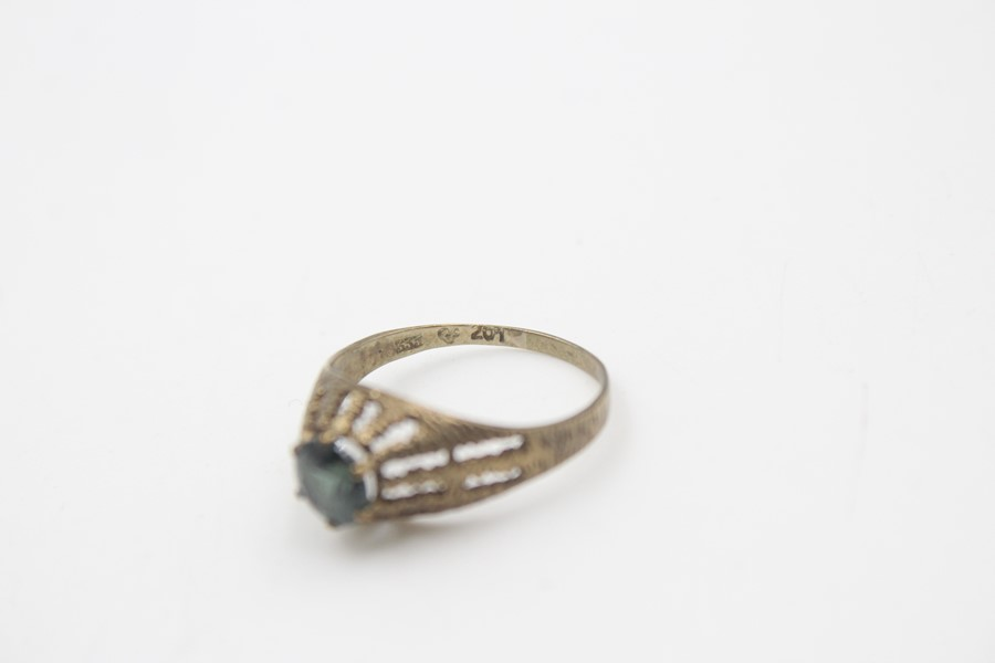 8ct gold modernist textures synthetic spinel ring 1.7g - Image 4 of 5