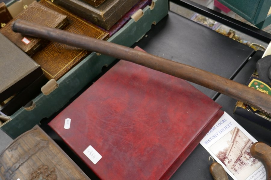 A Fijian wooden club with serrated edge, 107 cms - Image 2 of 3