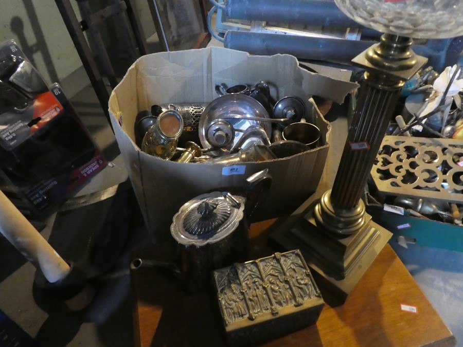 A box of brass items including coffee pots, oil lamps AF and a part cutlery set - Image 2 of 4