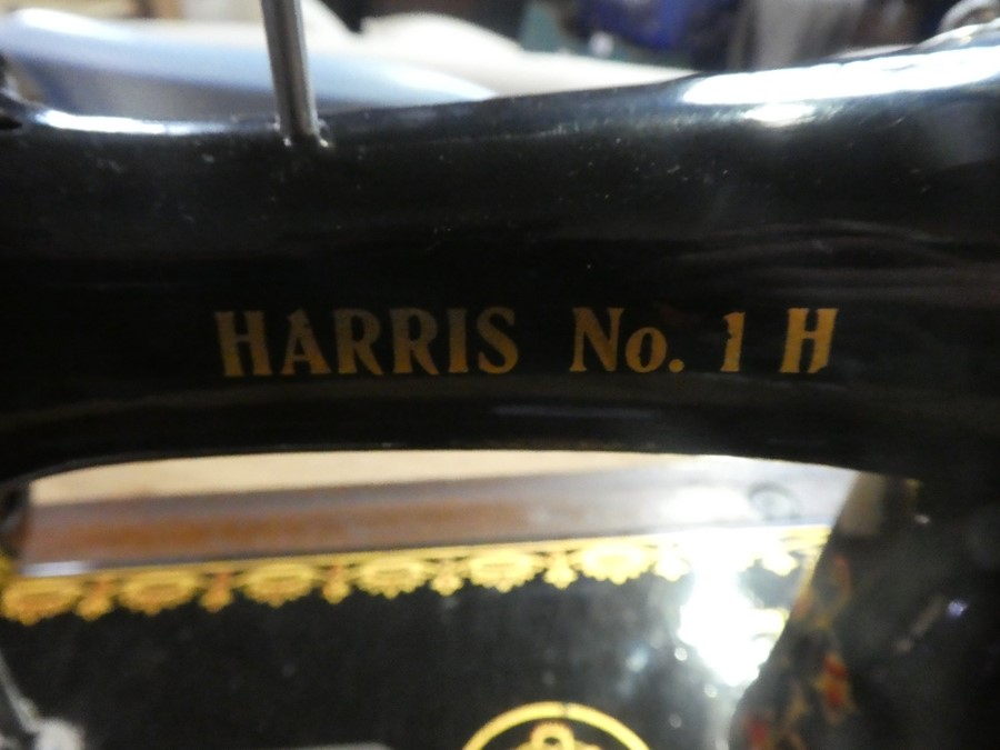 Vintage hand cranked 'Harris No 1 H' sewing machine - Image 3 of 5