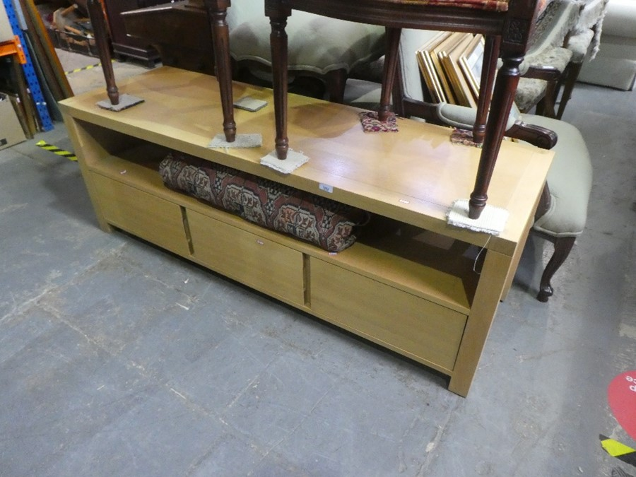Contemporary light oak lounge unit with 3 base drawers