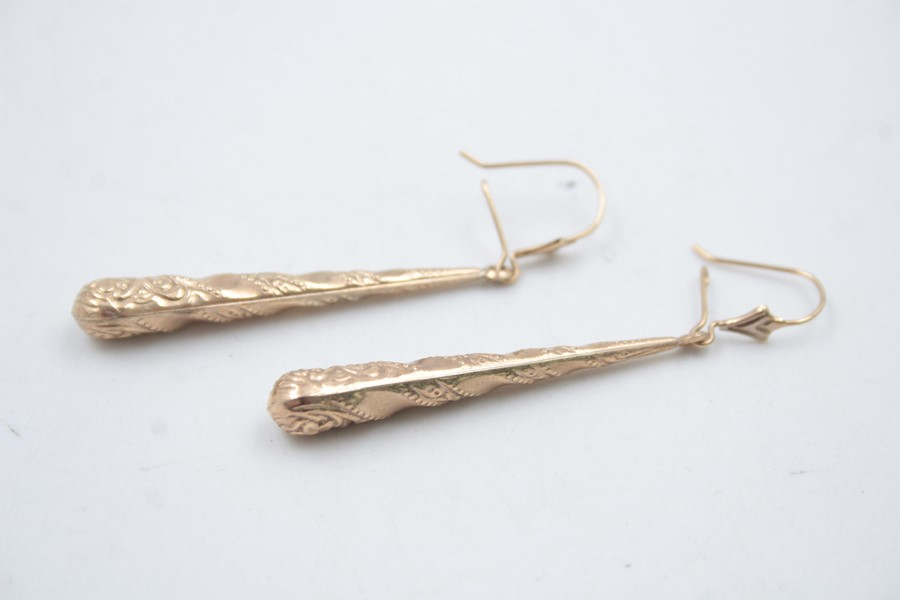 2 x 9ct Gold ornate drop earrings 3.2g - Image 4 of 5