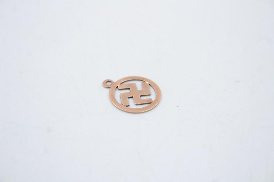 Antique 9ct gold swastika pendant / charm 0.5g - Image 4 of 4