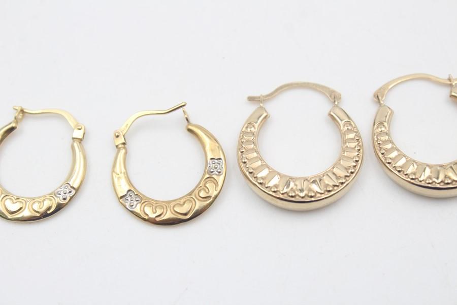 2 x 9ct Gold hoop earrings inc. ornate, heart design 1.7g - Image 4 of 5