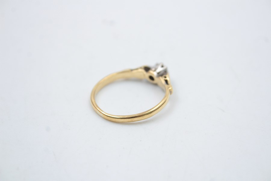 18ct gold diamond solitaire ring 2.6g - Image 4 of 6