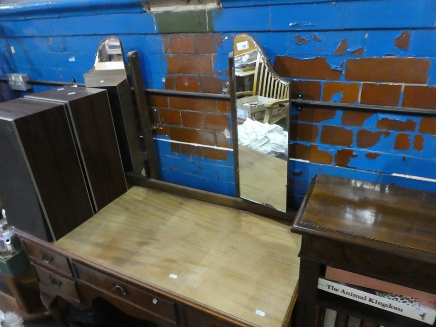 A dressing table with two side mirrors, and 5 drawers - Image 2 of 2