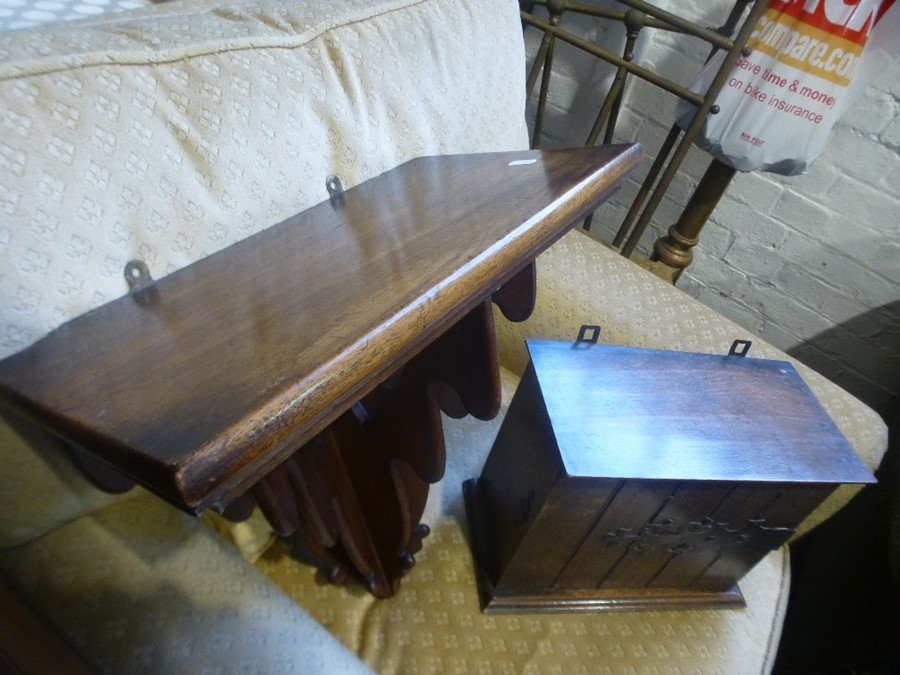 A Victorian mahogany wall bracket and antique miniature chest having 4 drawers and 2 other items - Image 3 of 3