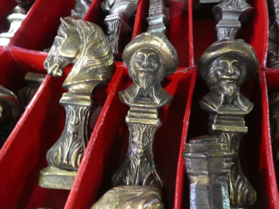 A heavy metal chess set - Image 2 of 2