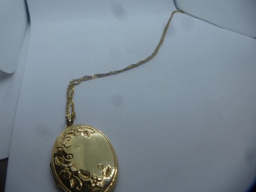 9ct yellow gold oval floral embossed locket, hung 9ct rose twist necklace and 9ct yellow gold figaro - Image 4 of 4