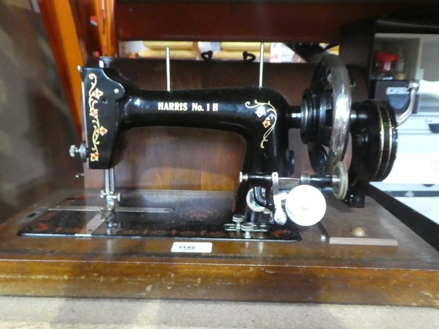 Vintage hand cranked 'Harris No 1 H' sewing machine - Image 5 of 5