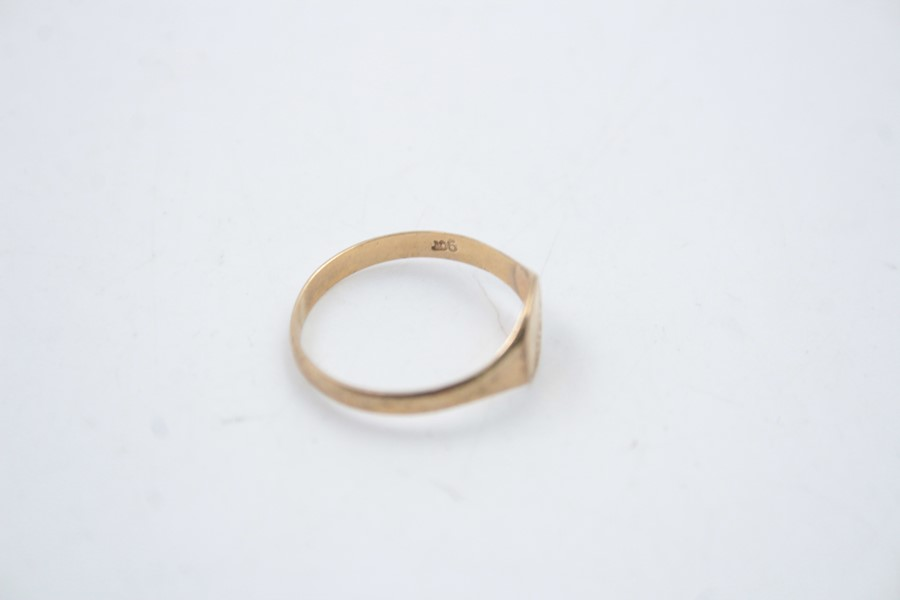 2 x 9ct Gold signet rings inc. onyx, engraved 1.9g - Image 5 of 9
