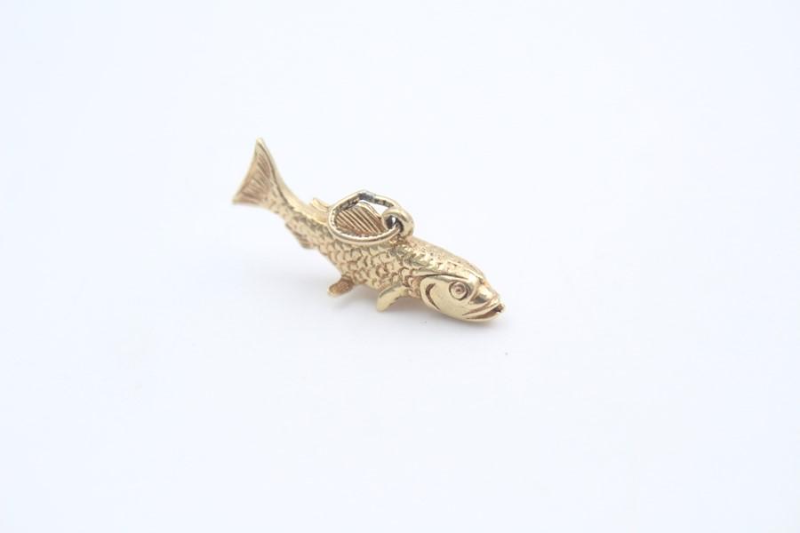 9ct gold cod fish pendant / charm 3.9g - Image 2 of 4
