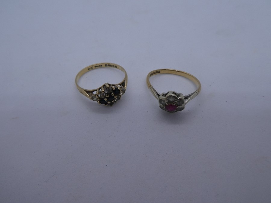 2 x 9ct Gold gemstone detail rings inc. sapphire, cluster 3.1g - Image 2 of 3