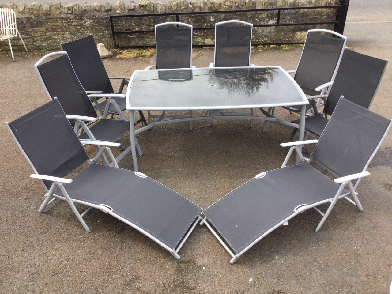 A contemporary rectangular garden table & chair set, the folding chairs with fabric backs & seats - Image 3 of 3