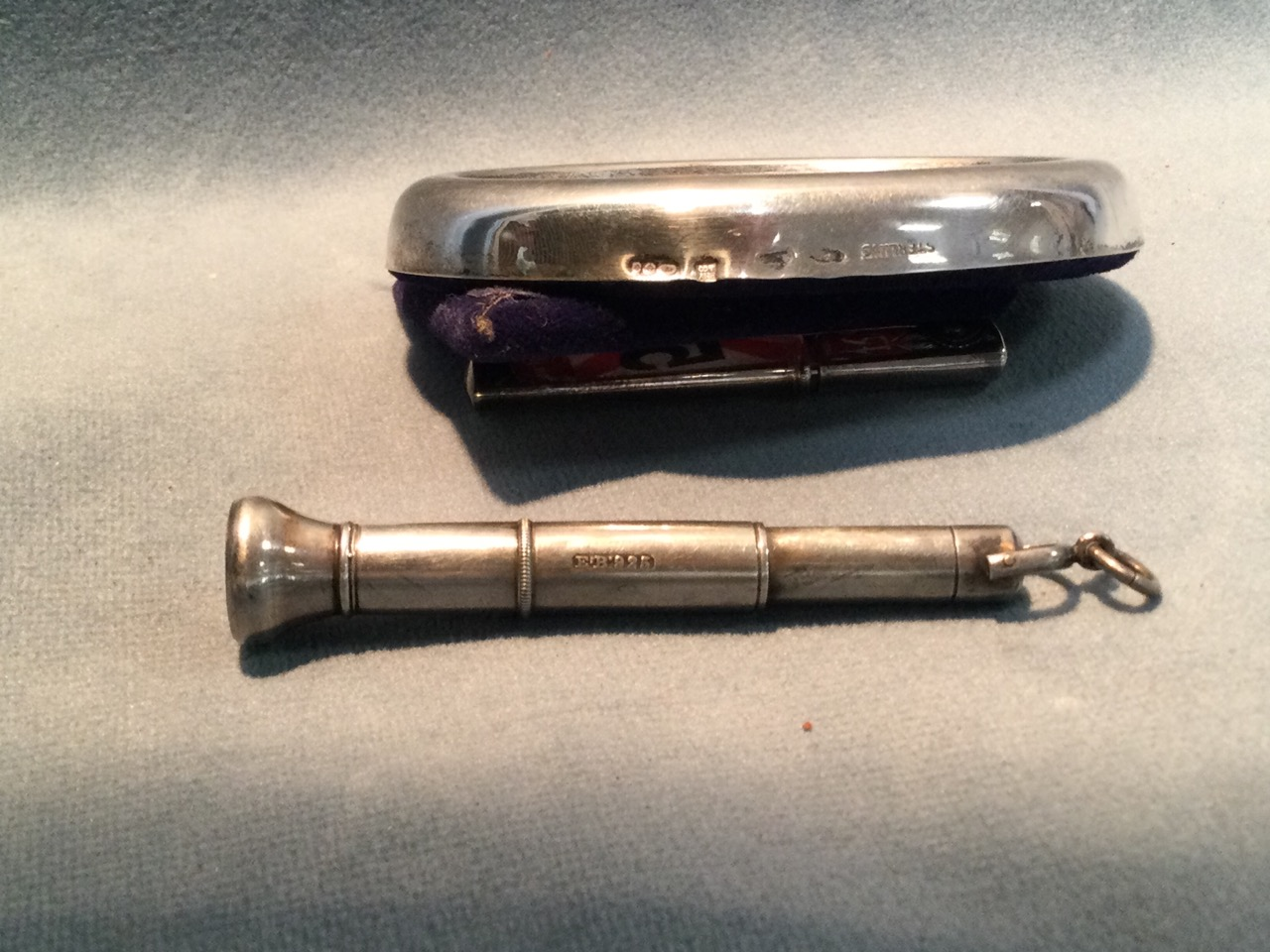 A small oval hallmarked silver photo frame; a telescopic silver cherute holder; a glass ball - Image 3 of 3