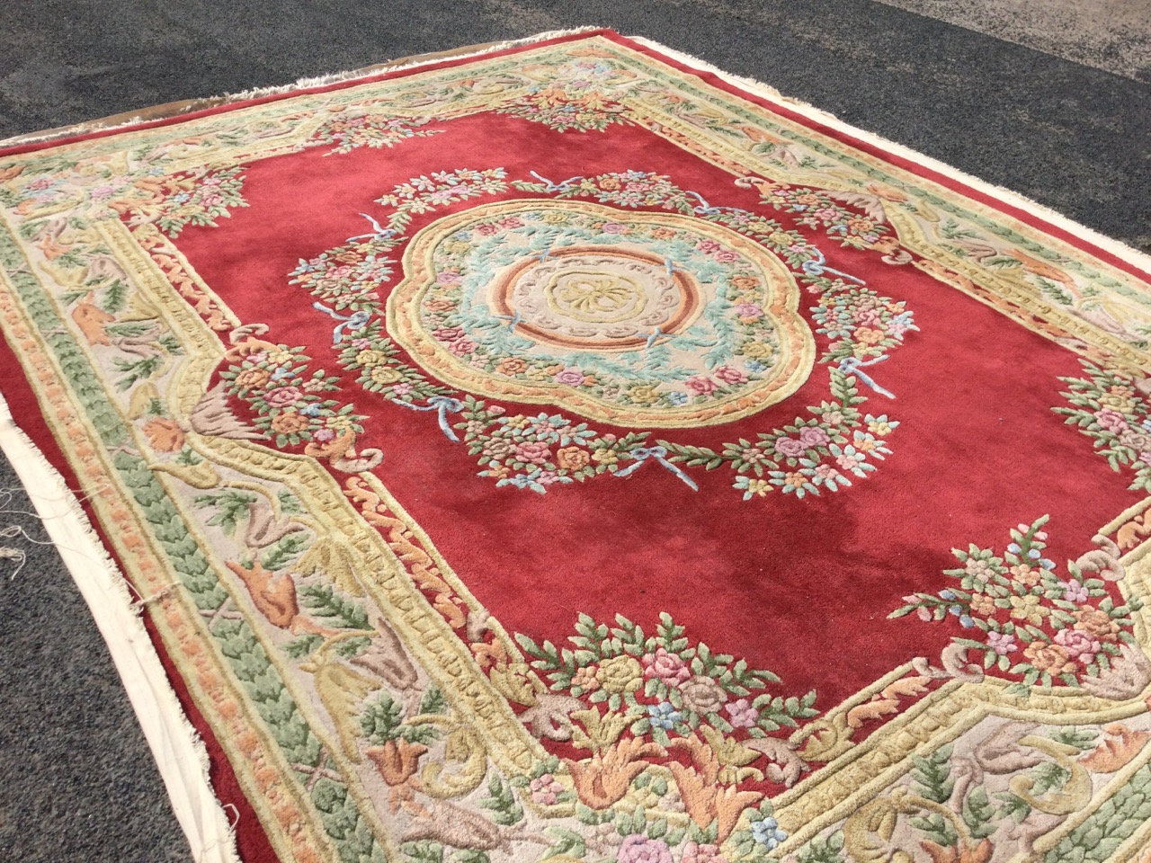 A Chinese thick-pile floral carpet woven with central scalloped medallion framed by ribbon - Image 3 of 3