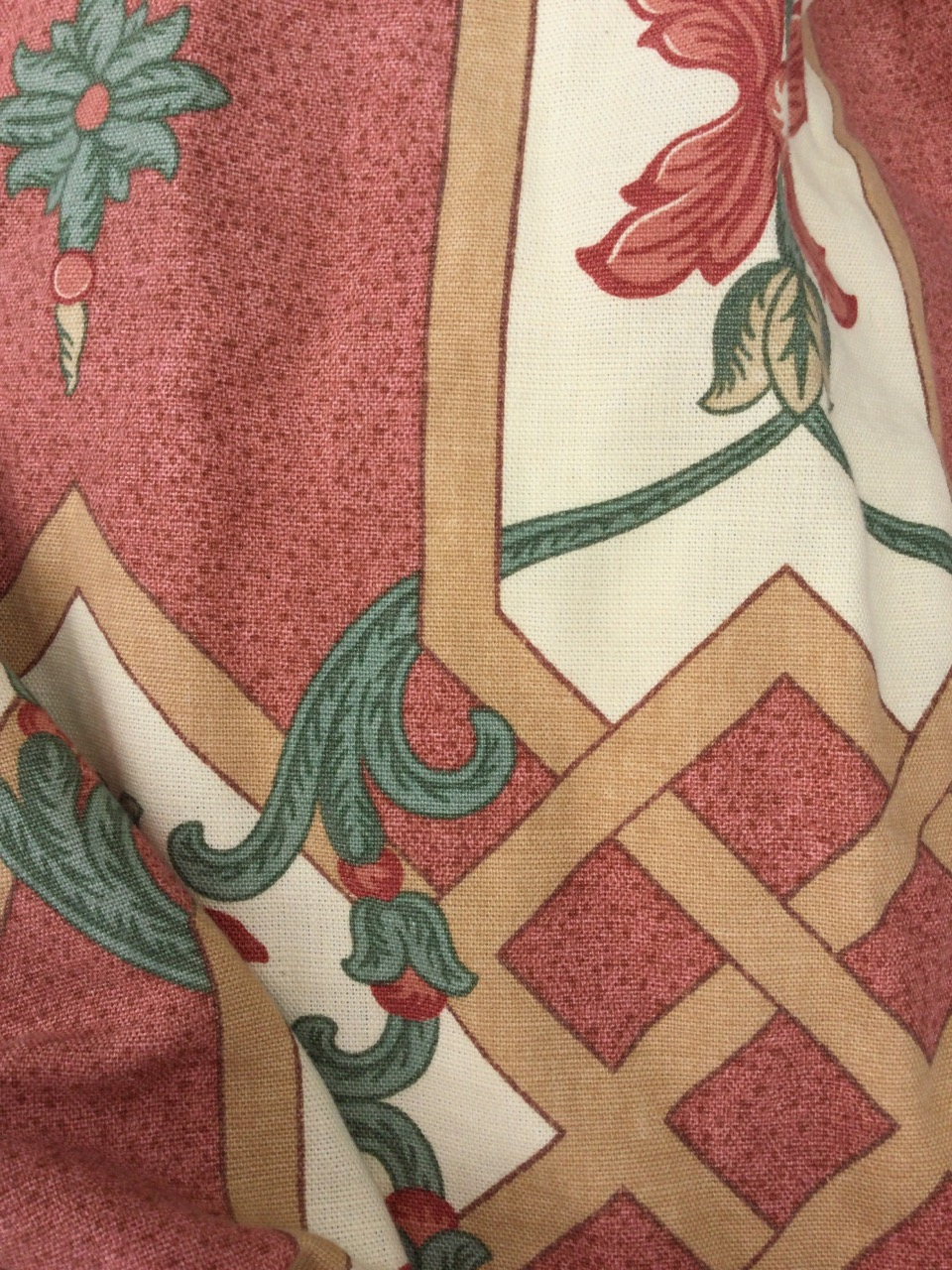 A single long lined linen curtain, printed with floral interlaced & scrolled panels on pink - Image 3 of 3