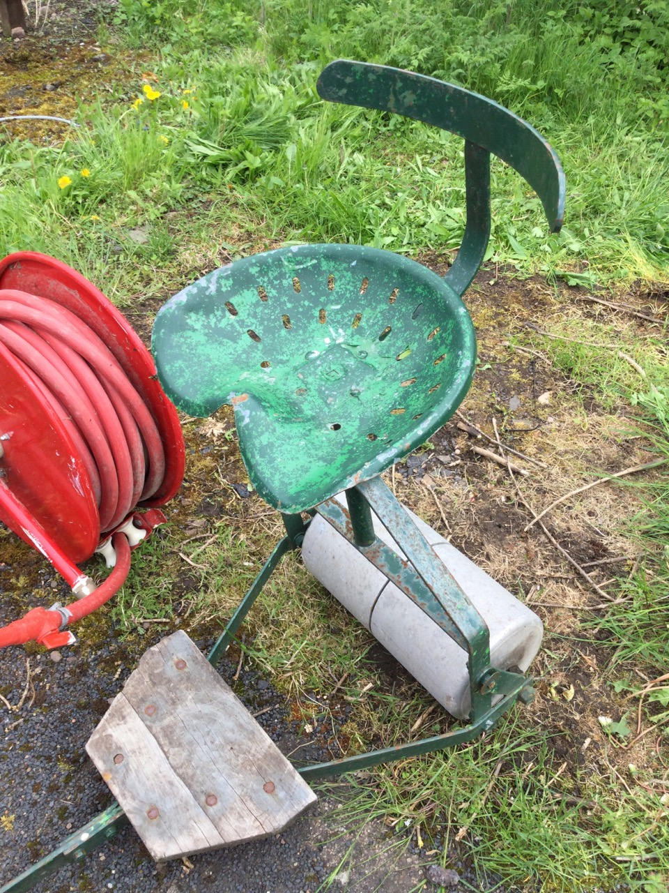 A firehose on reel complete with nozzle with tap; and a ride-on garden roller with tractor type seat - Image 3 of 3