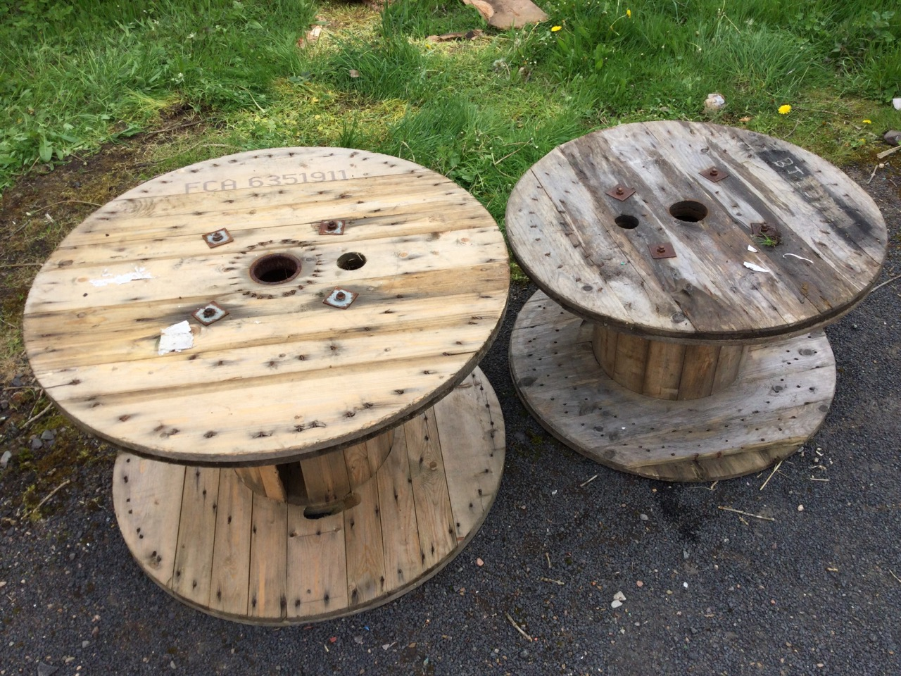 A 3ft pine cable drum suitable for a garden table – 37.25in x 23in; and another slightly smaller – - Image 3 of 3