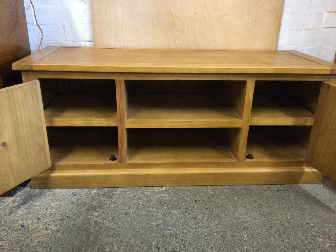 A contemporary oak side cabinet with rectangular top above central open shelves flanked by - Image 3 of 3
