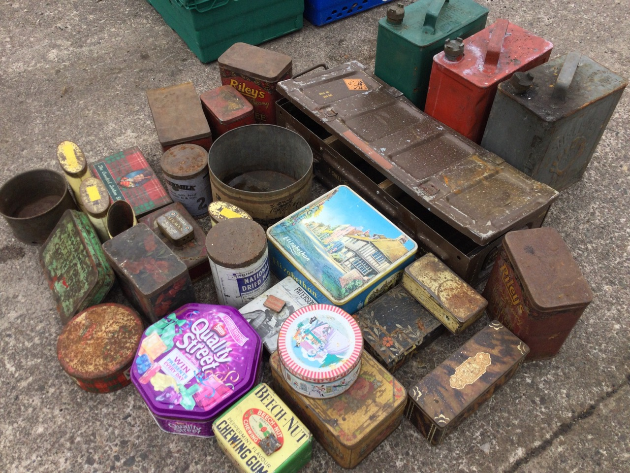 Miscellaneous tins including three shell oil cans, biscuit tins, an ammunition box, toffee tins, - Image 3 of 3