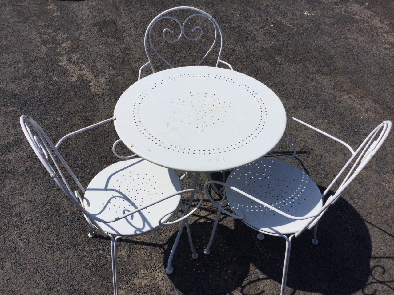 A circular white painted metal garden table with three armchairs, the chairs with rounded backs - Image 2 of 3