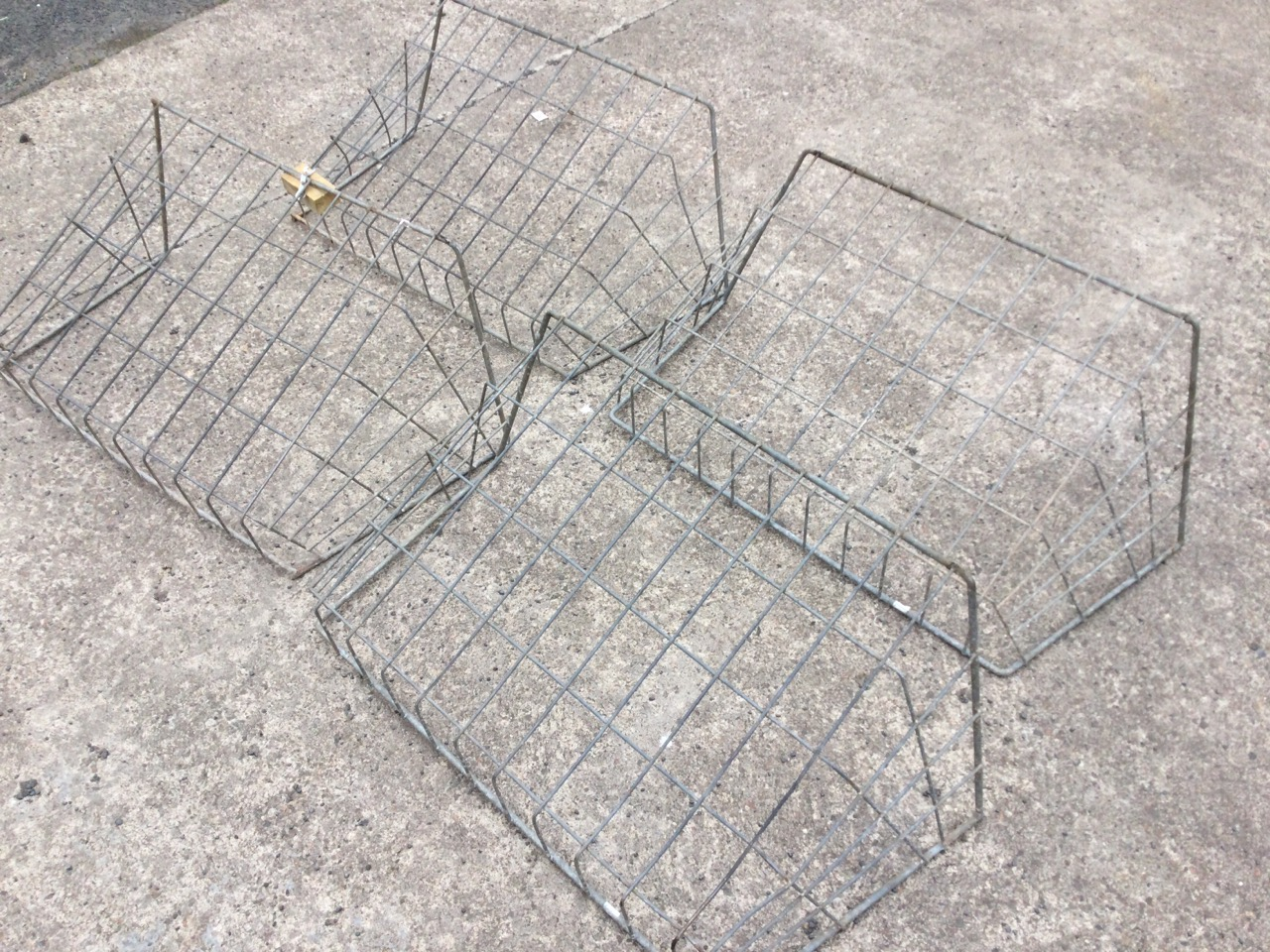Four galvanised rectangular wall hanging hay hecks with angled sides. (38in x 16in x 20.5in) (4) - Image 2 of 3