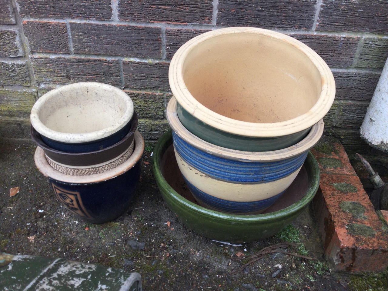 A box of 48 miscellaneous terracotta flowerpots; and 6 stoneware flower tubs & bowls with glazed - Image 3 of 3