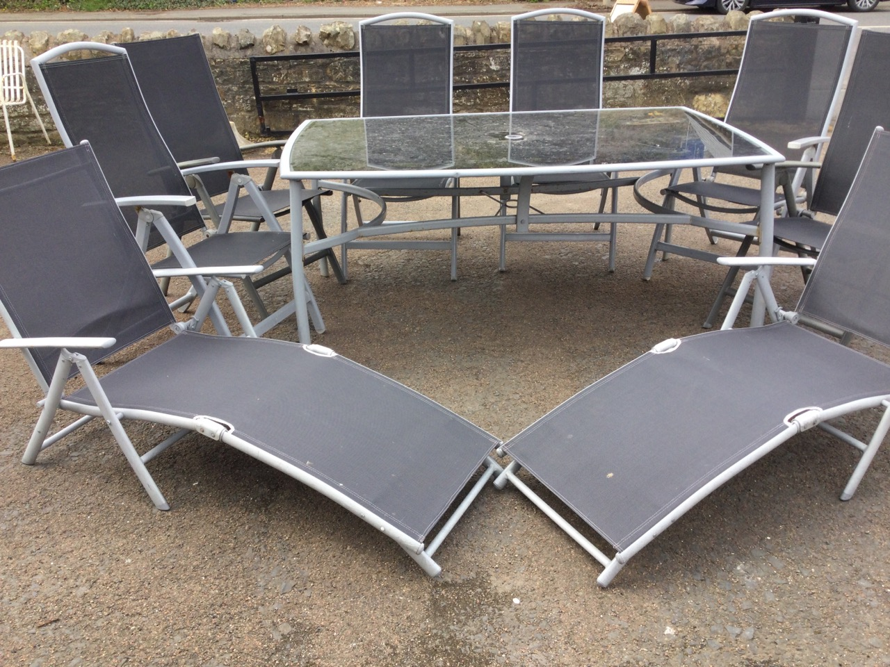 A contemporary rectangular garden table & chair set, the folding chairs with fabric backs & seats - Image 2 of 3