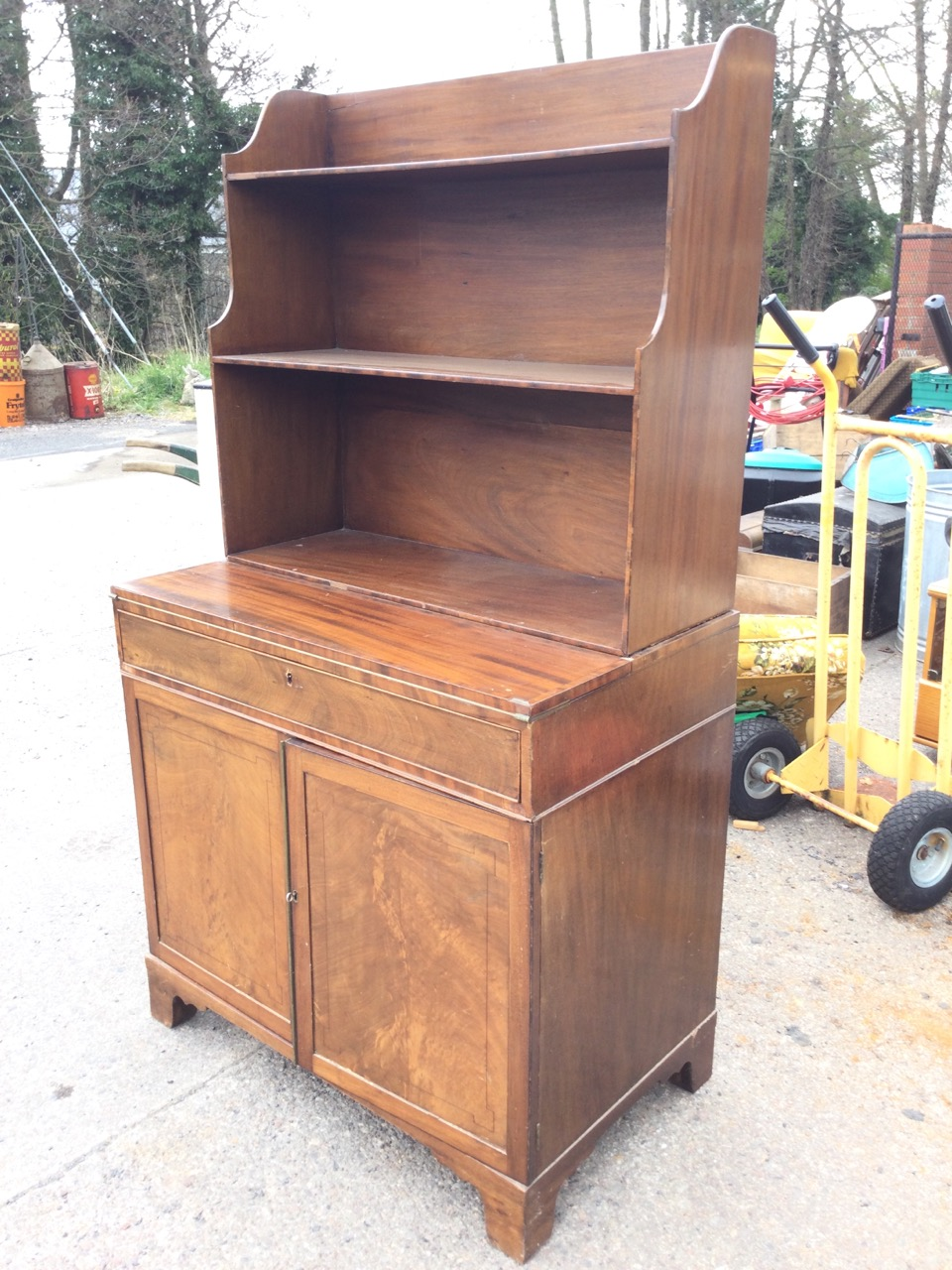 A mahogany secretaire bookcase with open shelves above a turn-over crossbanded desk with baize - Image 3 of 3