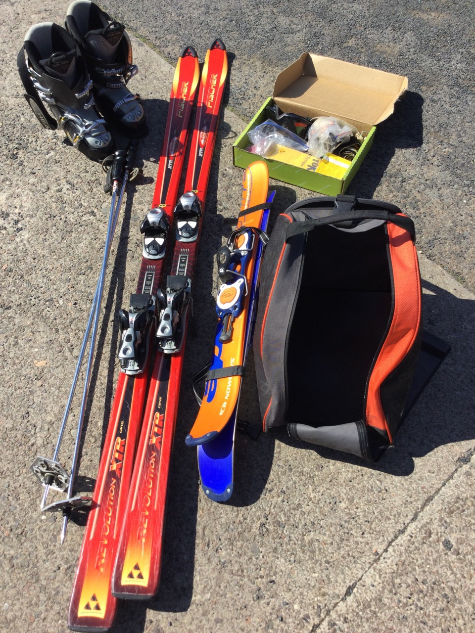 Miscellaneous skiing gear - a pair of red Fischer 190 carver skis with Salomon bindings, a pair of - Image 3 of 3