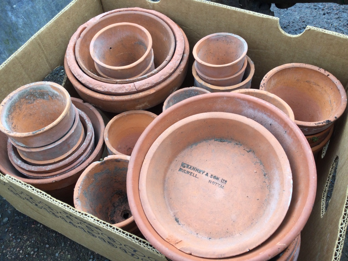 A box of 48 miscellaneous terracotta flowerpots; and 6 stoneware flower tubs & bowls with glazed - Image 2 of 3