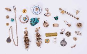 Group of miscellaneous antique jewellery to include brooches, clasps and odd earrings